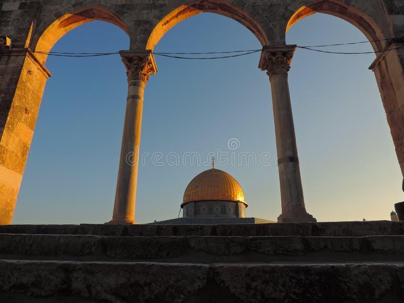Steineingang und goldenes Grab der Al-Aqsamoschee, Jerusalem lizenzfreies stockbild