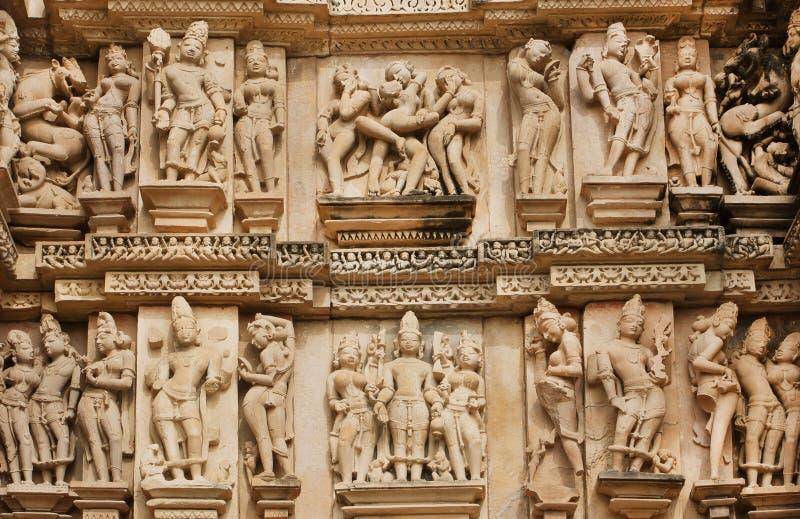 Steinentlastung mit Sexualleben von alten Leuten auf Wand von Khajuraho-Tempel, Indien Rom, Italien, Europa stockfoto