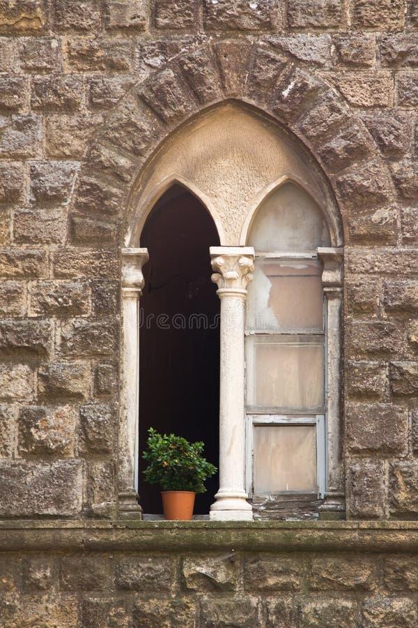 Steinfenster in Toskana stockfotos