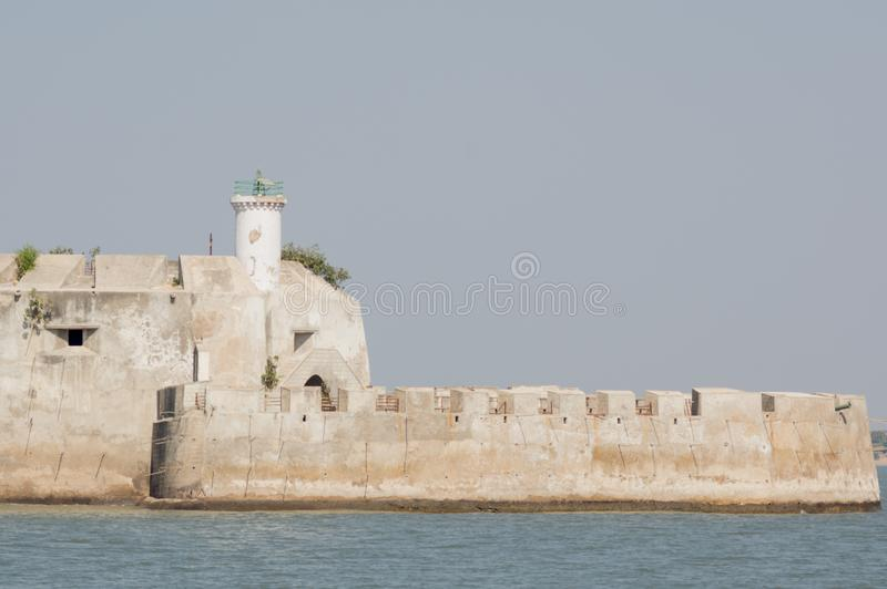 Steingebäude von Pani Kotha-Gefängnis mitten in dem Arabischen Meer in Diu Indien lizenzfreie stockfotografie