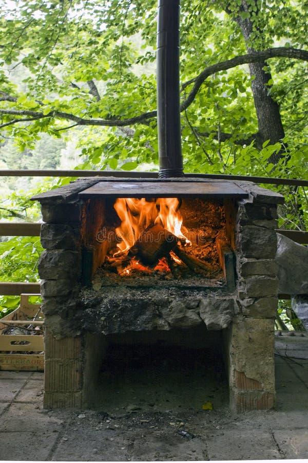steingrill mit feuer und flamme stockbild bild von wald stein 10013205. Black Bedroom Furniture Sets. Home Design Ideas