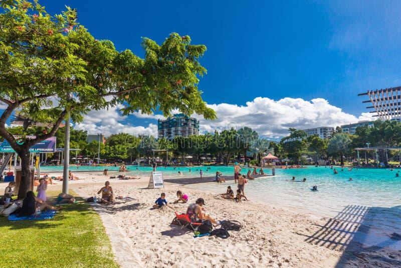 STEINHAUFEN; AUSTRALIEN - 17. APRIL 2017 Tropische Schwimmenlagune auf t lizenzfreies stockfoto