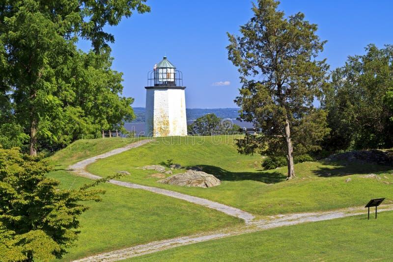 Steinige Punkt-Leuchtturm-Pfade lizenzfreie stockfotos