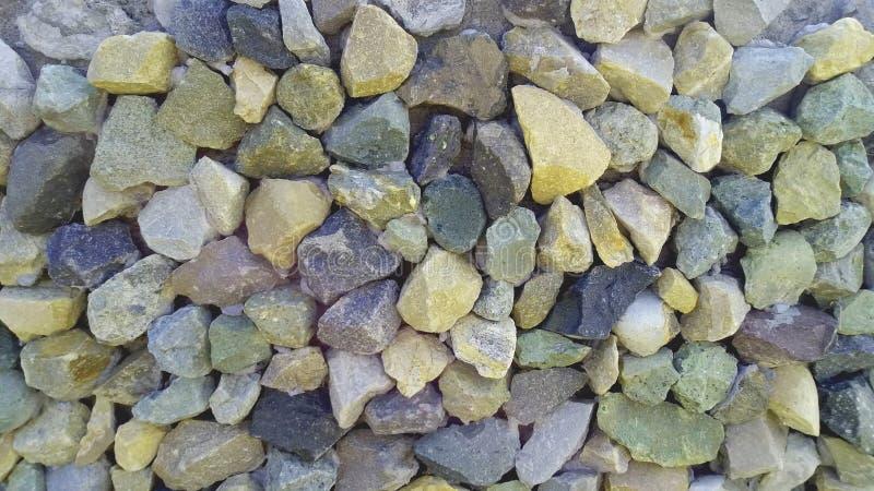 Steinkiesel bestreuen zerquetschte Steine mit Kies stockfoto
