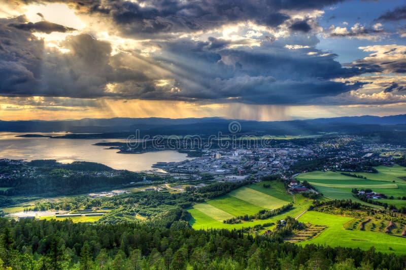 Steinkjer en el medio de Noruega fotos de archivo