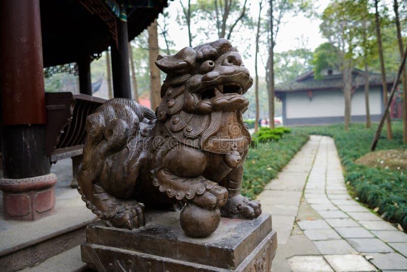 Steinlöwe vor Pavillon, Chengdu stockfotografie