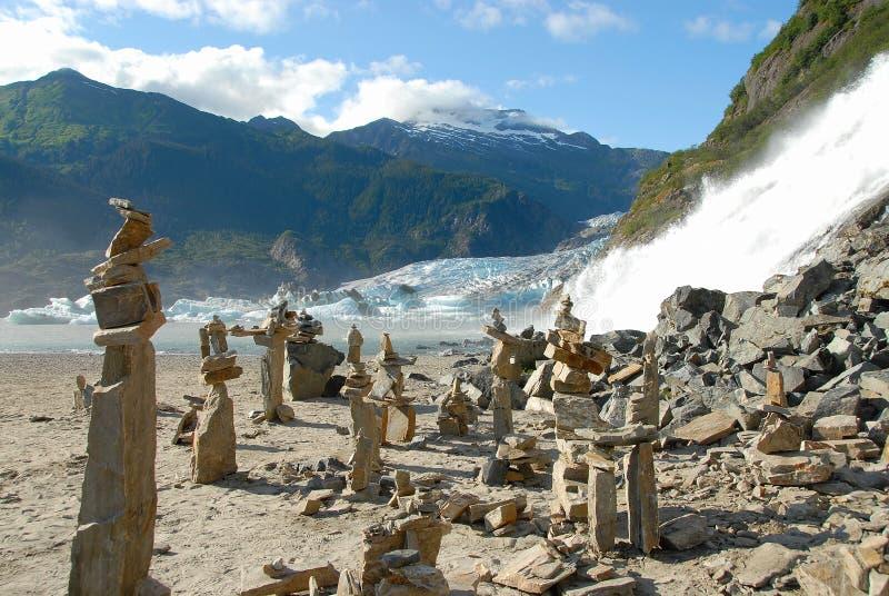 Steinmarkierungen nähern sich Mendenhall Gletscher, Alaska lizenzfreie stockfotos