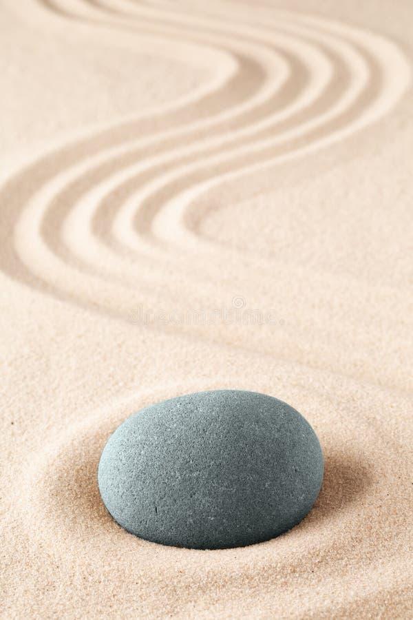 Steinmeditationsgarten Japanisches Zenkonzept für Buddhismus und Mindfulness lizenzfreie stockfotos