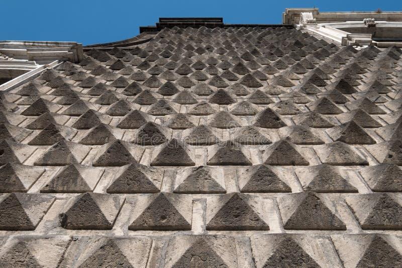 Steinmetzarbeit auf der Außenfassade der Kirche von GesÃ-¹ Nuovo, ¹ Nuovo, Neapel Italien Chiesa Del Gesà lizenzfreies stockbild