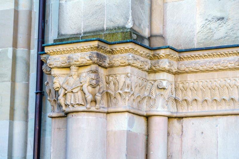 Steinschnitzen von Grossmunster-Kirche, Zürich, die Schweiz stockfotos