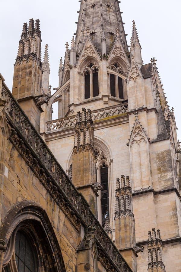 Steinschnitzen von Kathedrale Sainte-Marie De Bayonne lizenzfreie stockbilder