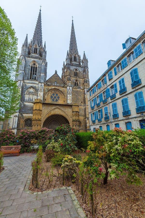Steinschnitzen von Kathedrale Sainte-Marie De Bayonne lizenzfreie stockfotografie