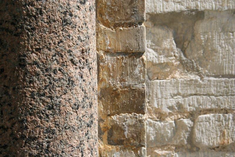 Steinspalte und Wand stockfoto