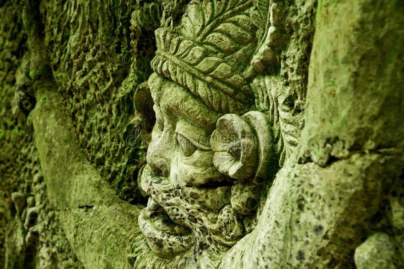 Steinstatue des Gottes heiligen Tempel schützend lizenzfreies stockbild