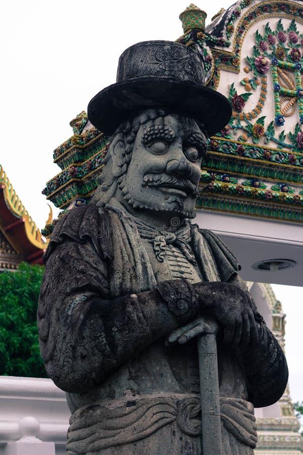 Steinstatuen innerhalb des Tempels Wat Pho Bangkok Thailand lizenzfreie stockbilder