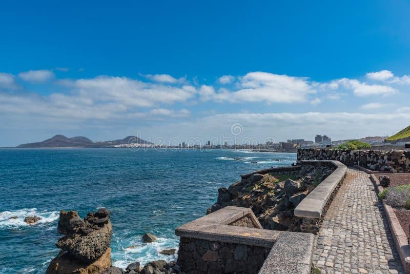 Steinstrand Ansicht des Meerblicks, Las Palmas de Gran Canaria, Spanien Kopieren Sie Raum f?r Text stockbild