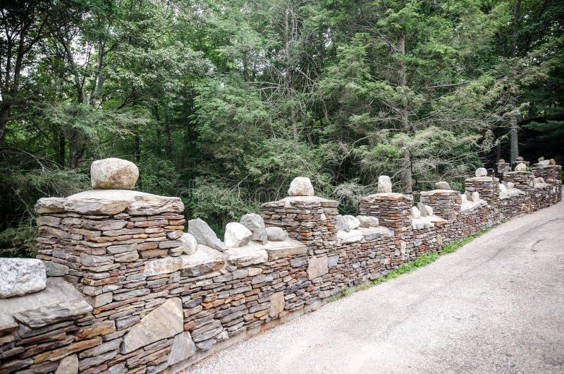 Steinwand in Gillette Castle State Park stockbilder