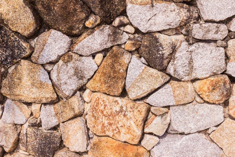 Steinwand- oder Gebirgsfelsenwandhintergrund lizenzfreie stockfotos