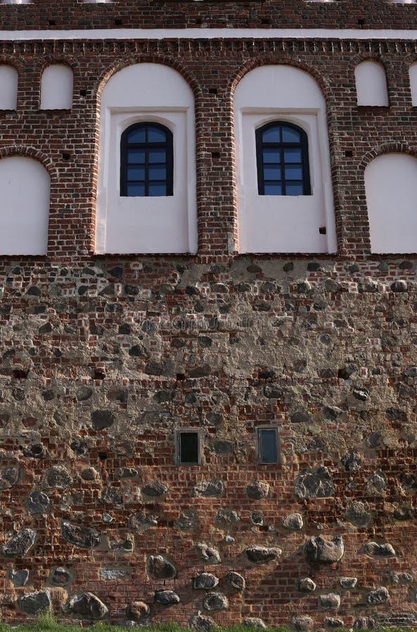 Steinwand von MIR-Schloss stockbild