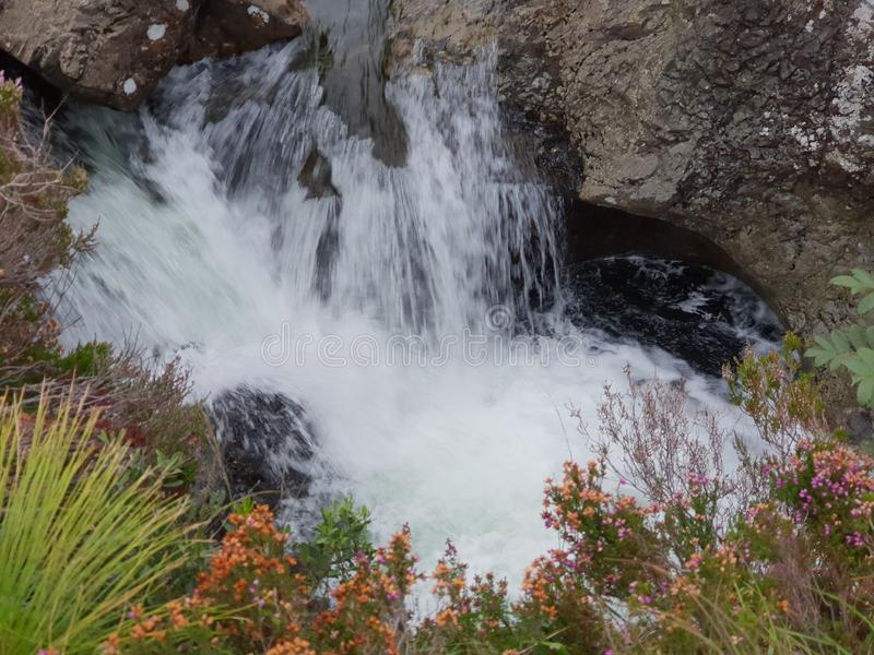 Steinwasserfall in Bergblick piont stockfotos