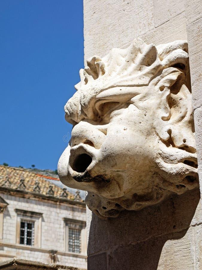 Steinwasserspeier in mittelalterlichem Dubrovnik, Kroatien stockbilder