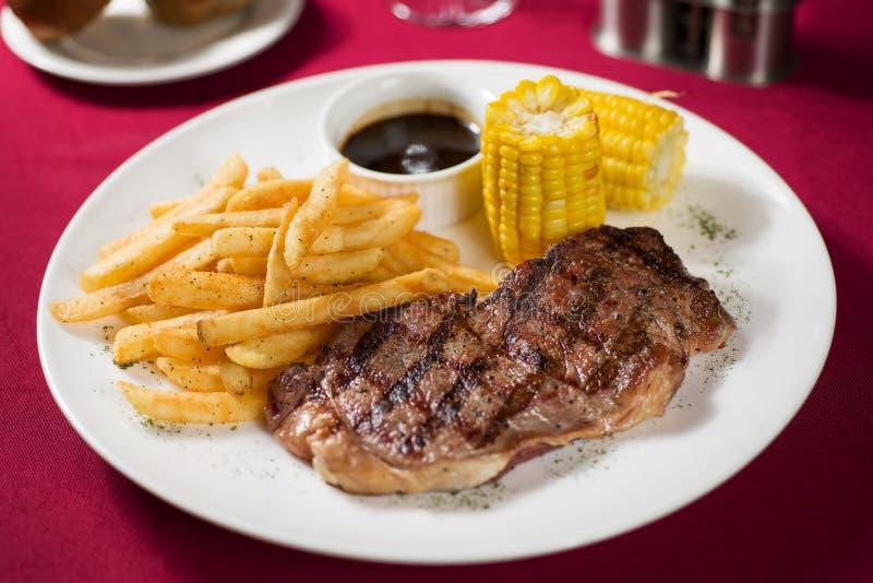 Download Stek zdjęcie stock. Obraz złożonej z zadowolony, lunch - 28965642