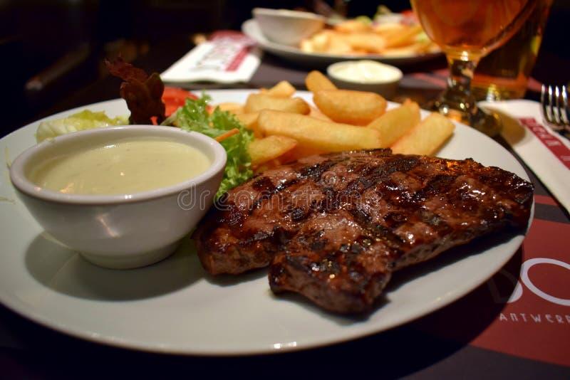 Stek z francuzów dłoniakami i serowym kumberlandem zdjęcie stock