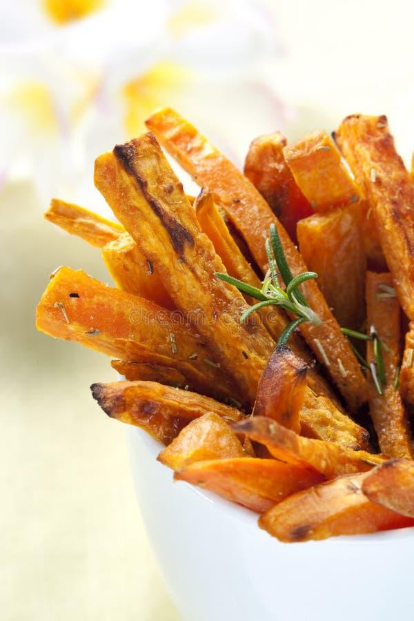 steker potatissötsaken arkivbilder