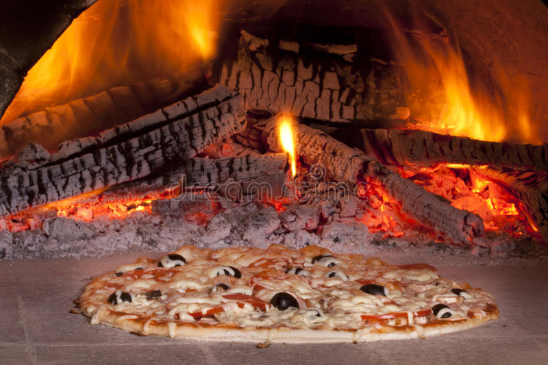 stekhet pizza royaltyfri bild