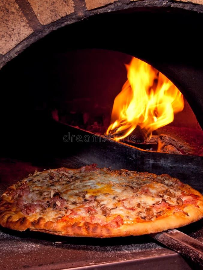 stekhet ugnspizza arkivbild