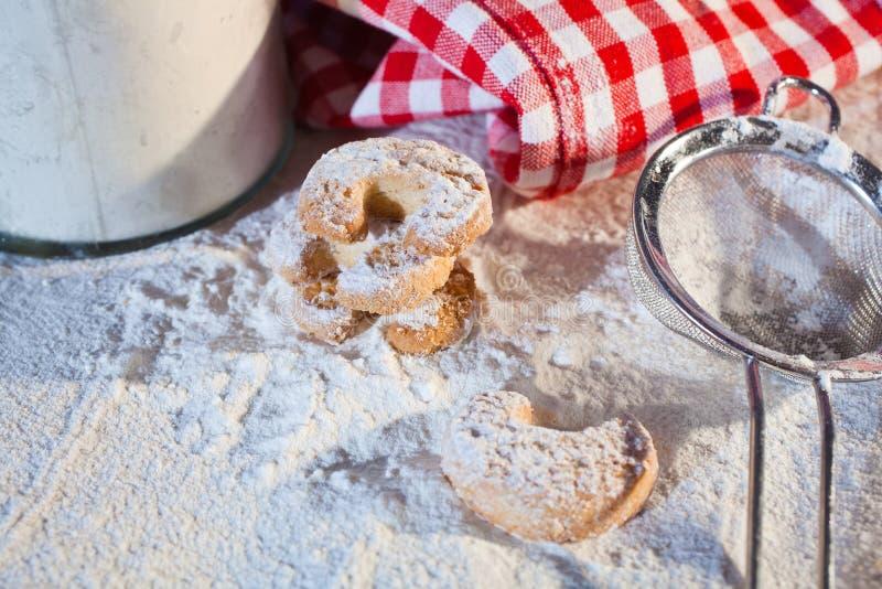 Stekheta kakor eller kexar för Christmastime arkivbilder