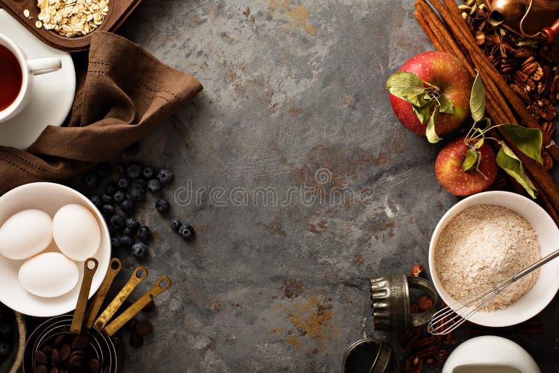 Stekhett begrepp för nedgång med äpplen, havre och mjöl arkivfoto