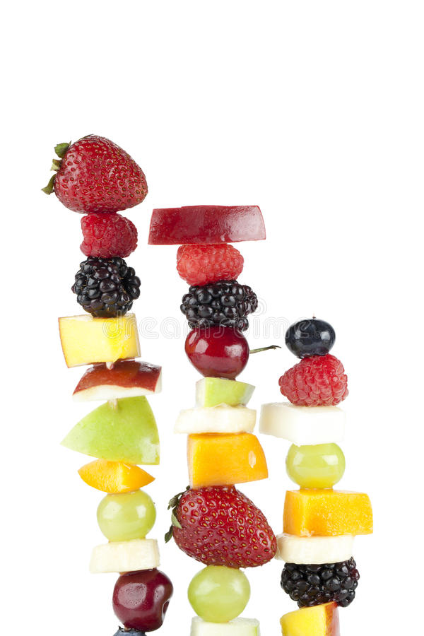 Steknålar av blandade frukter arkivbild