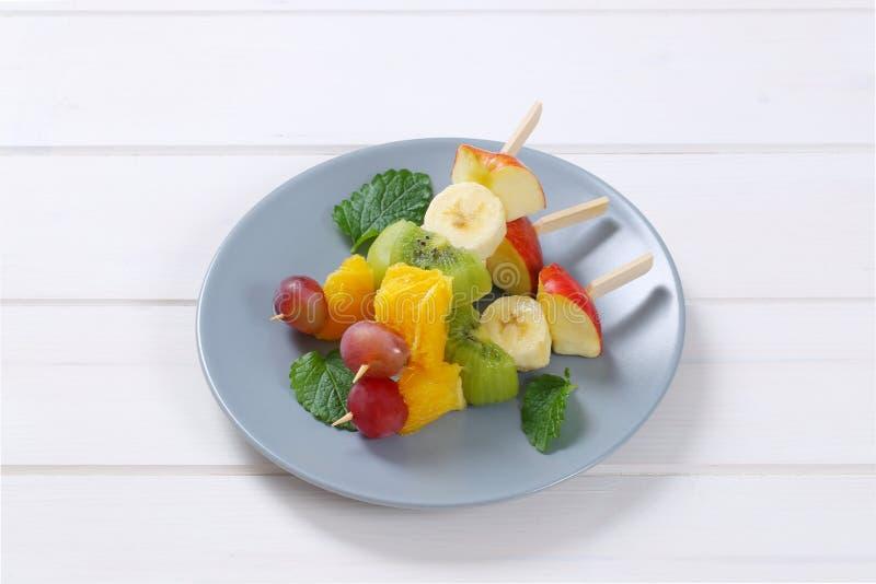 Steknålar för ny frukt royaltyfria foton
