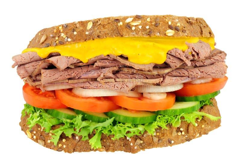 Steknötkött och salladsmörgås royaltyfri bild