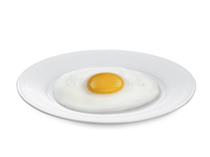 stekt ägg på plattan en isolerad vit bakgrund arkivbild