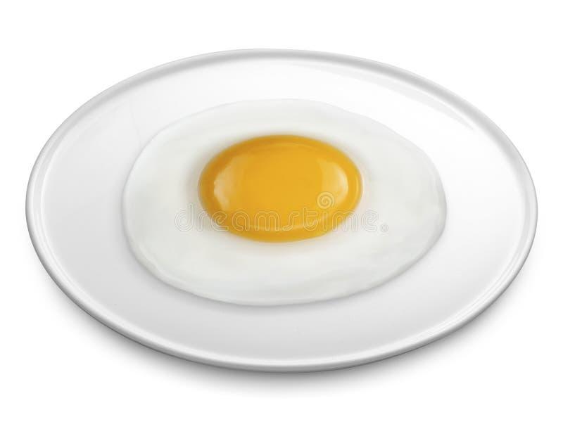 stekt ägg på plattan en isolerad vit bakgrund royaltyfri foto