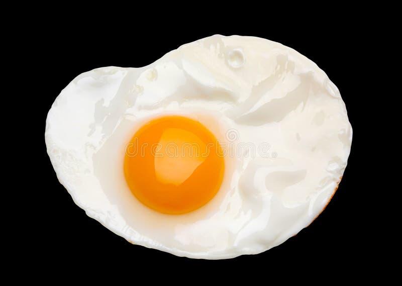 Stekt ägg på svart arkivfoton