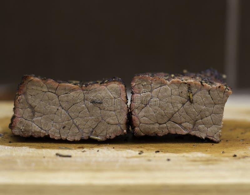 Stekt för länge nötkött arkivbild