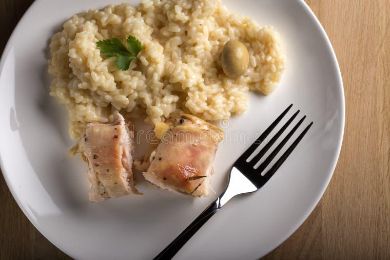 Stekt kycklingrullar och ris royaltyfri fotografi