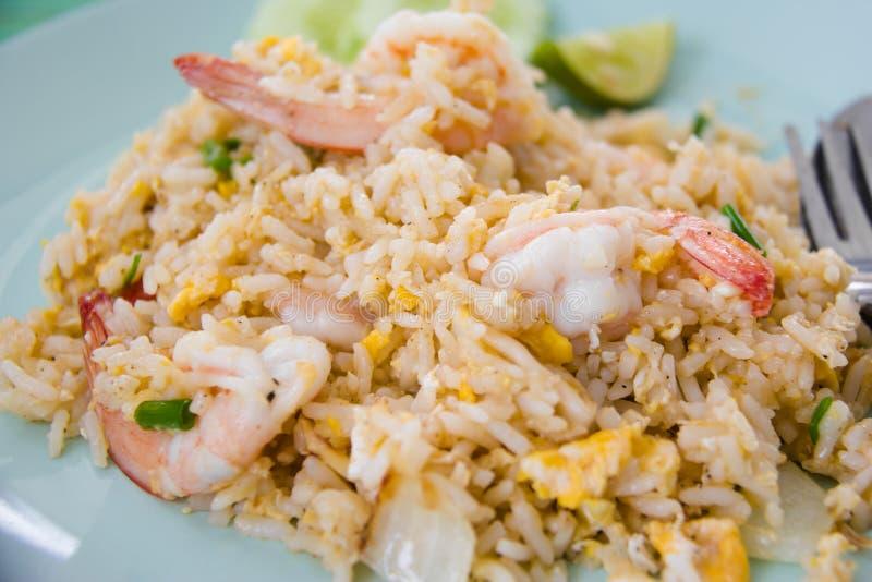 Stekte ris med räka royaltyfria bilder