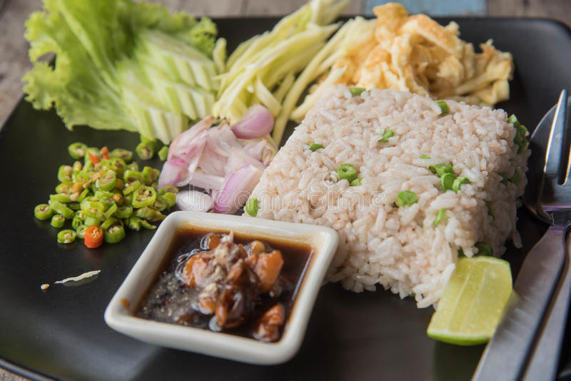 Stekte ris med räkadeg, royaltyfria bilder