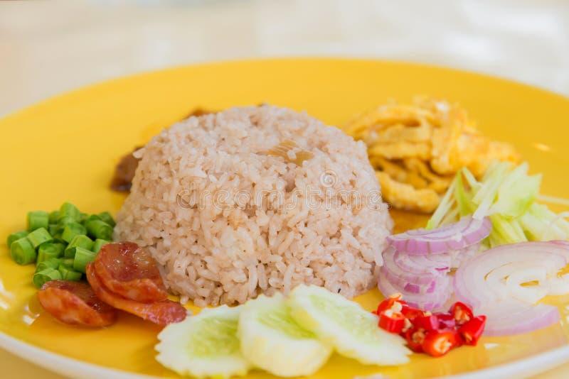 Stekte ris med räkadeg, thailändsk stilmat Thailand nation royaltyfria foton
