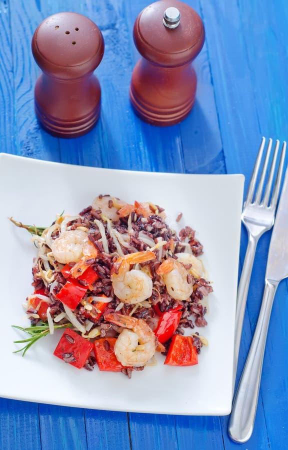 Download Stekte ris med räkor arkivfoto. Bild av småfisk, lunch - 37346262