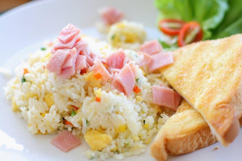 Stekte ris med skinka royaltyfri fotografi