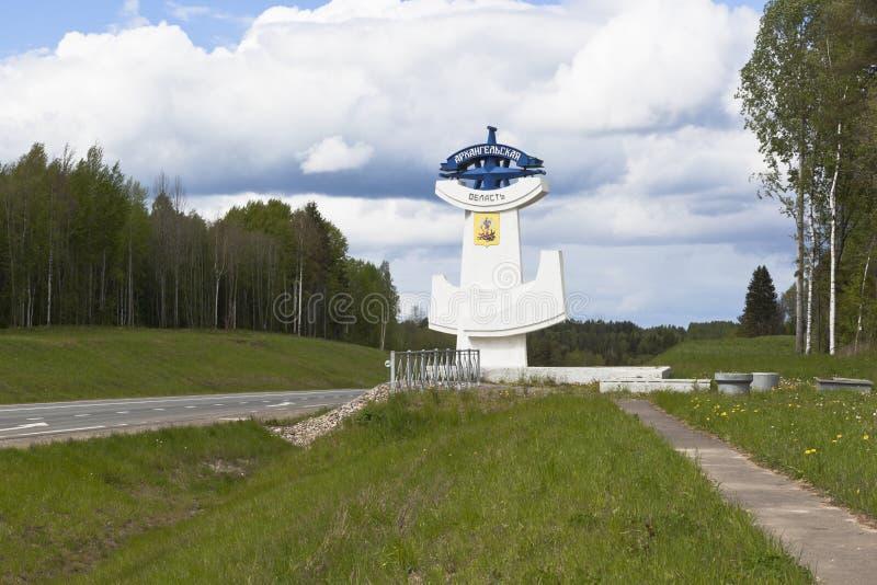 Stela на входе к региону Архангельск на шоссе m 8 стоковое фото