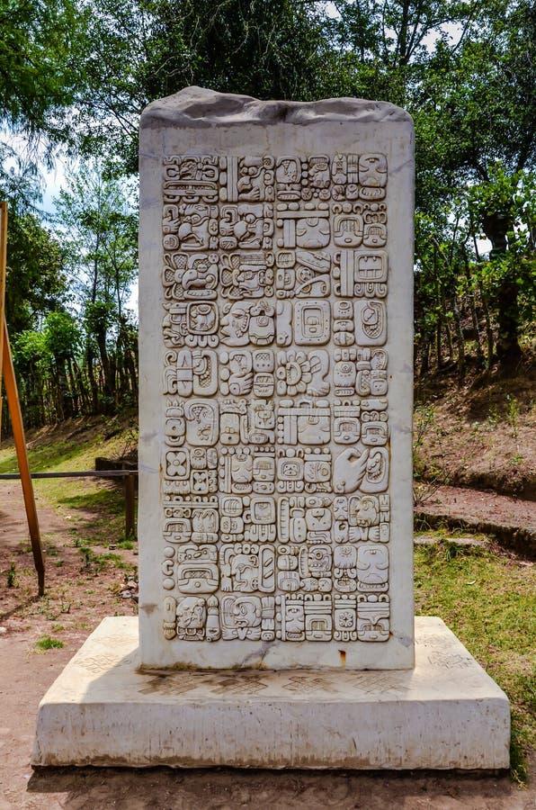 Stelae - Iximche国家历史文物-危地马拉 免版税库存照片