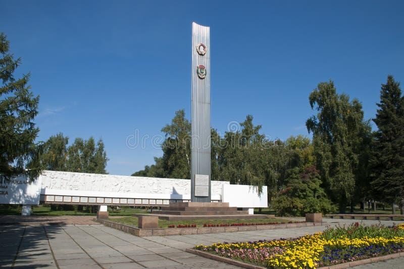 Stele aufgerichtet zu Ehren Omsks 1956 Preises im Jungfrau- und Brachelandprogramm lizenzfreies stockfoto