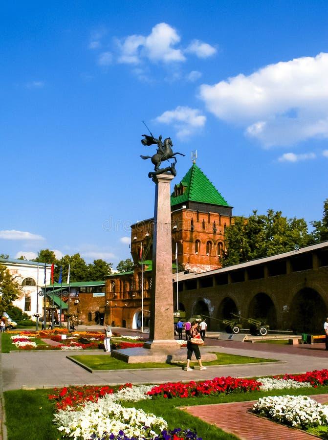Stele des Wappens im Nischni Nowgorod der Kreml stockbilder