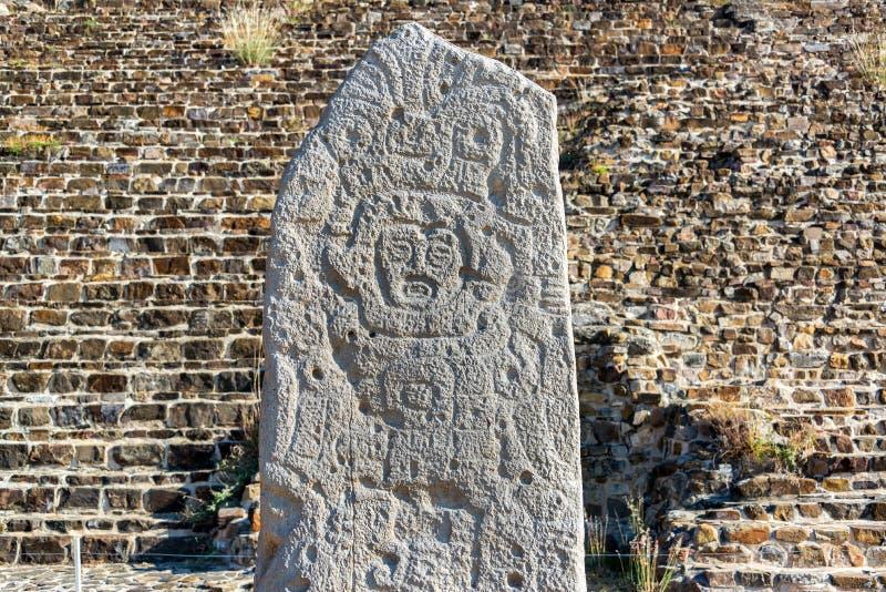 Stele en Monte Alban imagen de archivo libre de regalías